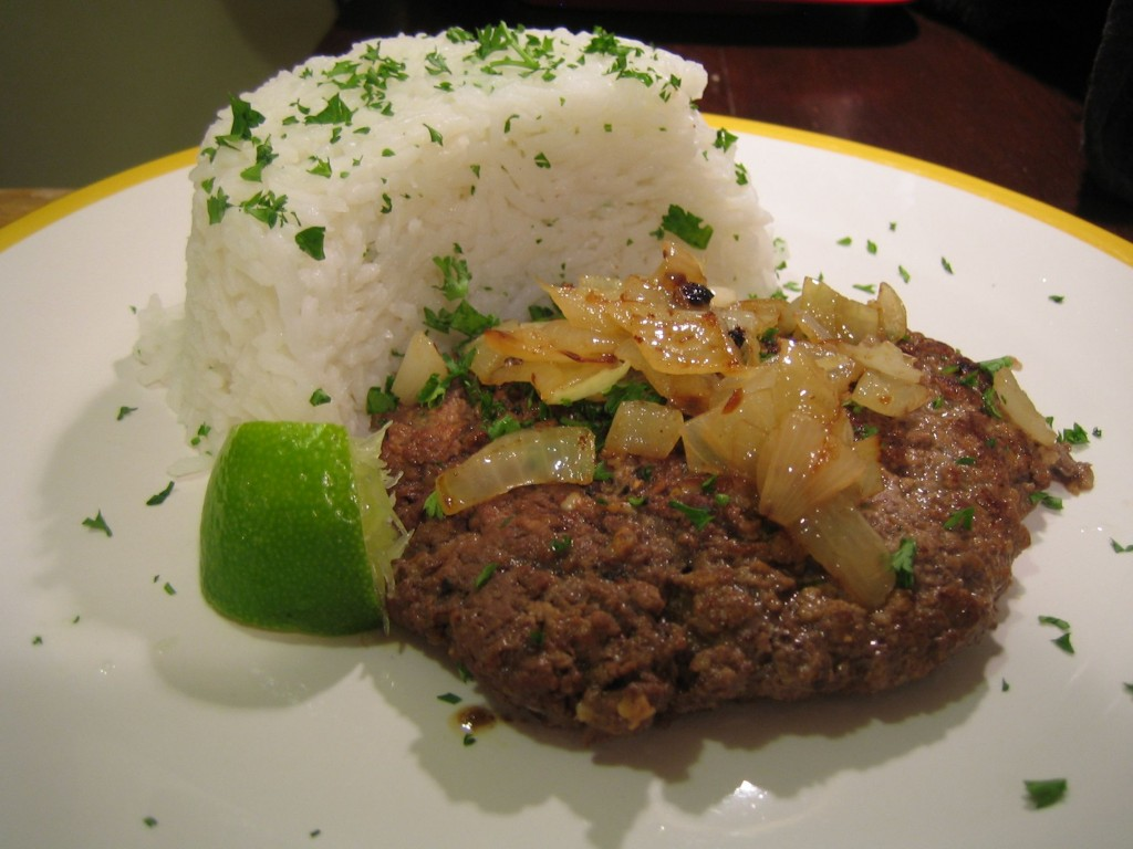Bistec de Palomilla with white rice and lime juice
